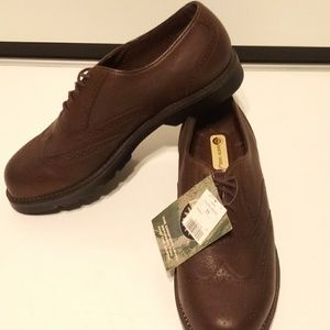 Brand New Mens Size 11 Earth Shoes.